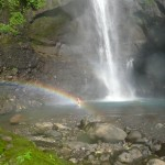Schwimmen beim Wasserfall